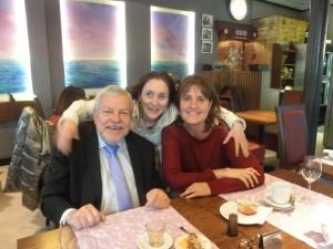 Olle Johansson, Montse Ferrer y Alicia Ninou durante su visita a Barcelona